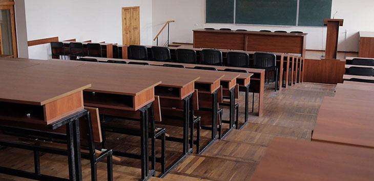 Địa Chỉ Nào Nhận Thanh Lý Bàn Hội Trường Cũ Uy Tín?