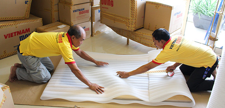 Dịch vụ chuyển nhà trọn gói được nhân viên đóng gói bao bọc cần thận
