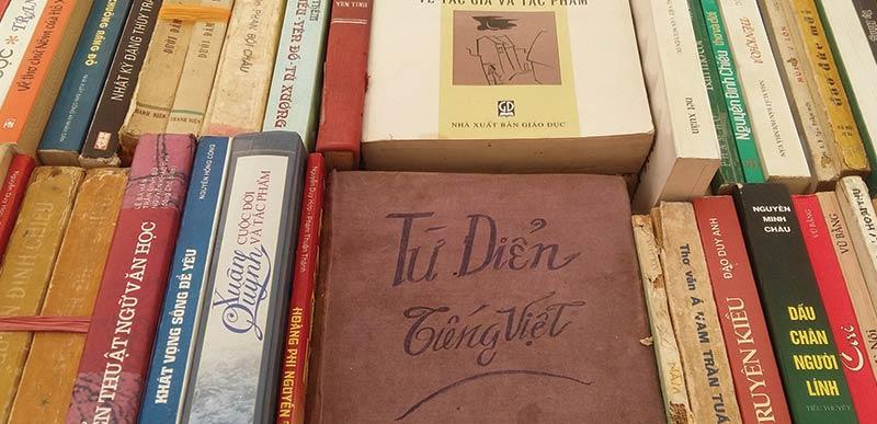 Thu mua thanh lý sách, truyện, tiểu thuyết cũ