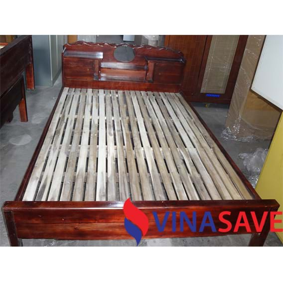 Giường gỗ cũ VN341