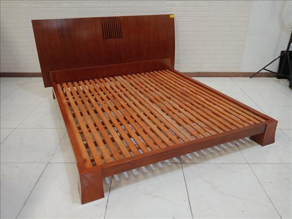 Giường gỗ Xà cừ cũ SP010504