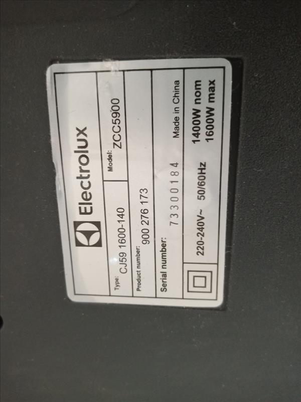 Máy hút bụi Electrolux ZCC5900 cũ