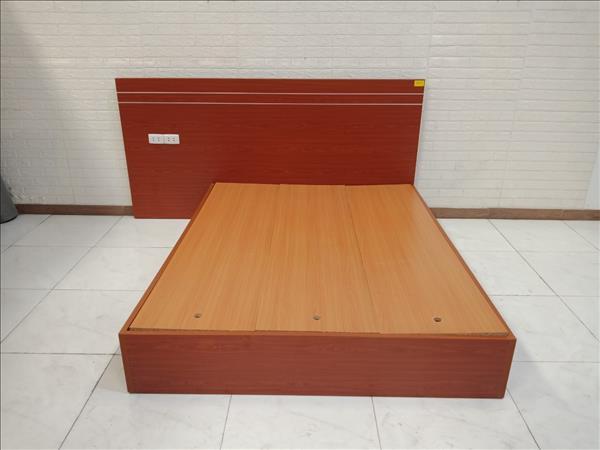 Giường gỗ cũ SP010489
