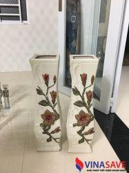 Cặp bình hoa màu trắng có hoa văn