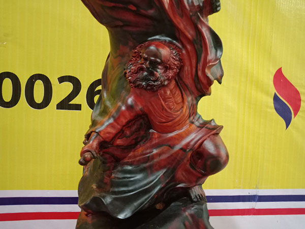 Tượng Đạt Ma múa võ gỗ Trắc 62x33x22 cm
