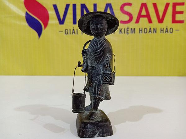 VinaSave thanh lý Tượng bà gánh nước bằng đồng đã qua sử dụng - 3081