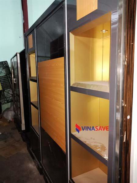 Bán tủ trưng bày cũ khung inox chắc chắn, có chia ngăn còn mới - 370