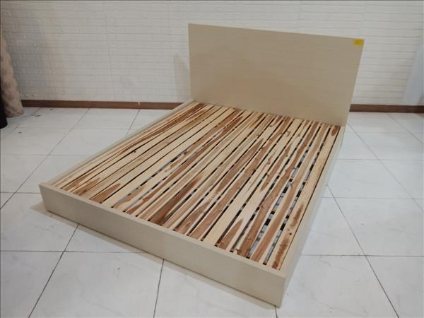 Giường gỗ cũ SP010849