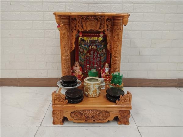 Bàn thờ ông địa gỗ cao su cũ SP010860