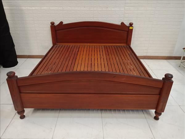 Giường gỗ dầu cũ SP010846