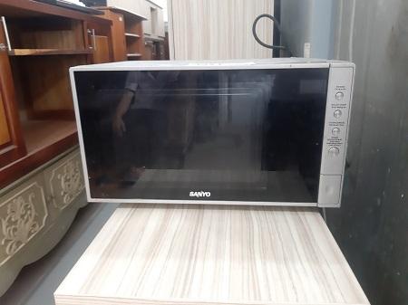 Lò vi sóng Sanyo EM-G3579VS cũ SP014718