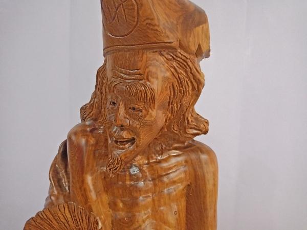 Tượng Tế Công gỗ Hương 76,5x71x29 cm