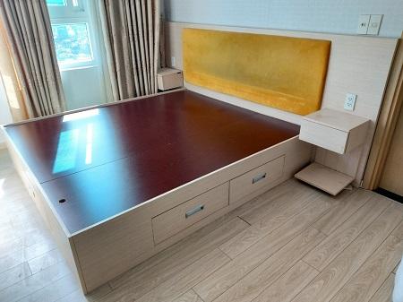 Giường gỗ MDF cũ SP014798