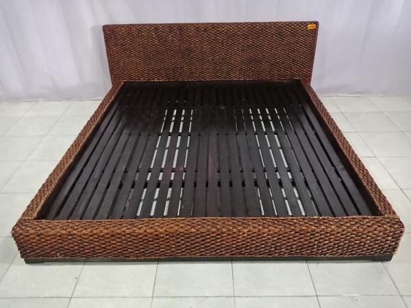 Giường gỗ cũ SP006695