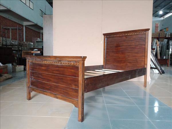 Giường gỗ cao su SP012060