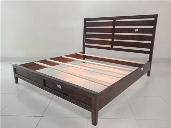 Giường gỗ tự nhiên SP011837