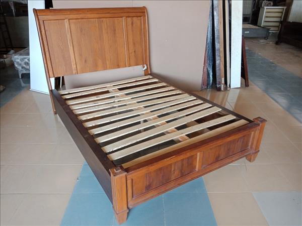 Giường gỗ tự nhiên SP012095