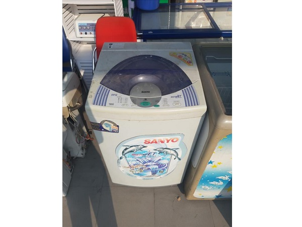 Máy giặt Sanyo ASW-F82AT
