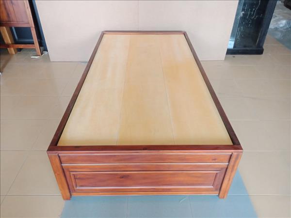 Giường gỗ tự nhiên mới 100% SP011923