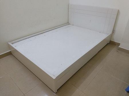 Giường gỗ MDF  cũ SP015149
