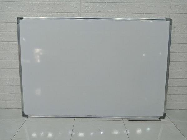 Bảng mica trắng khung nhôm cũ SP006918