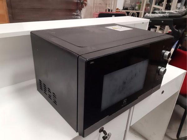 Lò vi sóng Electrolux EMM2318X