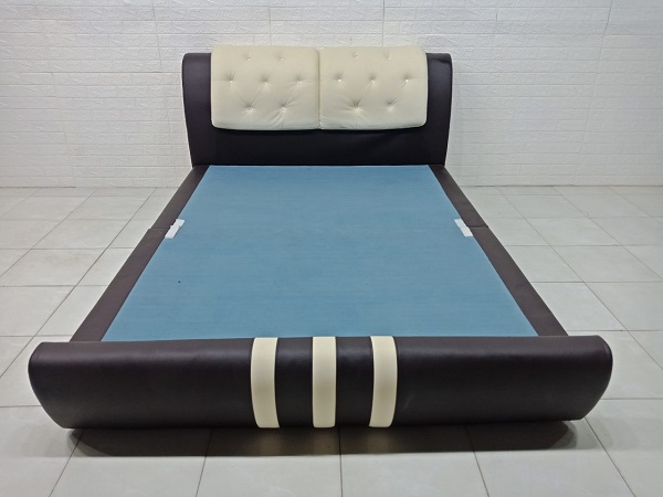 Giường ngủ bọc da cũ SP007459