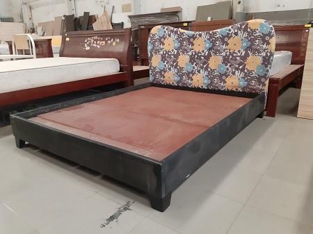 Giường  gỗ MDF cũ SP015377