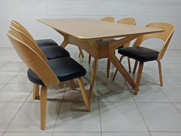 Bộ bàn ăn gỗ cao su cũ SP007587