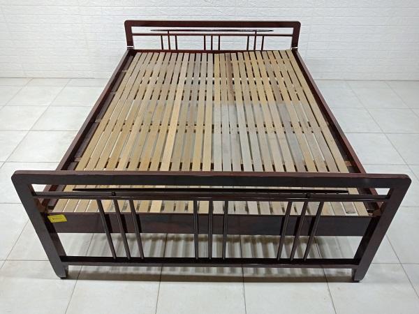 Giường gỗ Xoan đào cũ SP007650
