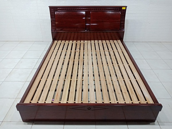 Giường gỗ cũ SP007695