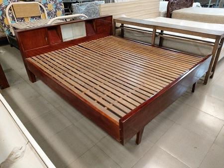 Giường gỗ tự nhiên cũ SP015586