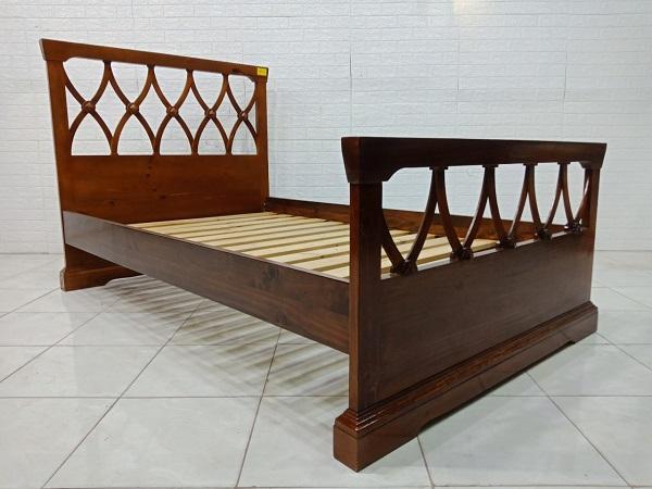 Giường gỗ cao su cũ SP007997