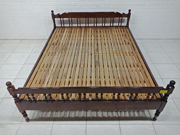 Giường gỗ Bằng lăng cũ SP008073