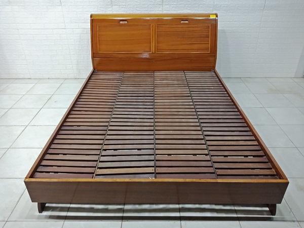 Giường gỗ cao su cũ SP008048