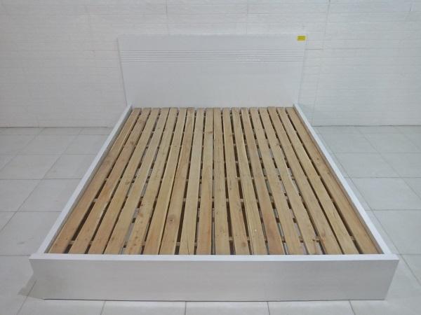 Giường gỗ cũ SP007879