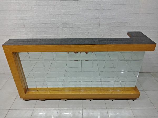 Quầy lễ tân mặt kính cũ SP008042