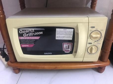 Lò vi sóng Sanyo EM-G2088W(VE3) cũ SP013068