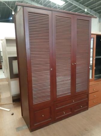 Tủ quần áo cũ  SP015873