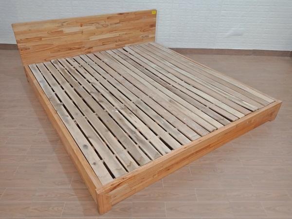 Giường gỗ cao su cũ SP008248