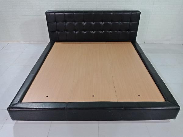 Giường gỗ bọc da cũ SP008319
