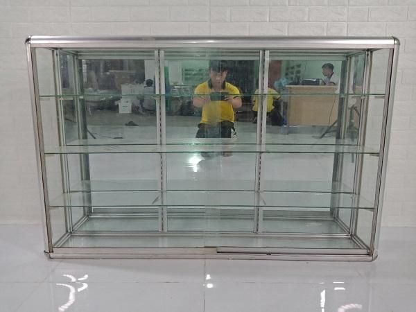 Tủ kính trưng bày cũ SP008228