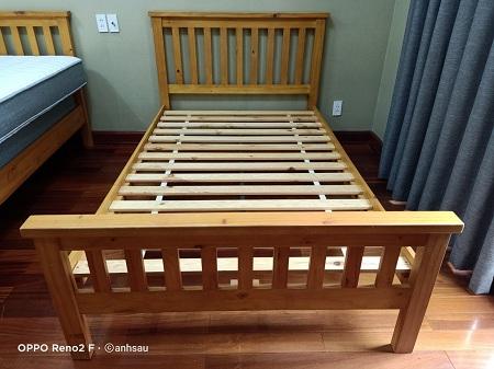 Giường gỗ cũ SP013295