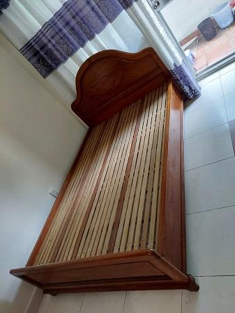 Giường gỗ cao su cũ SP016019