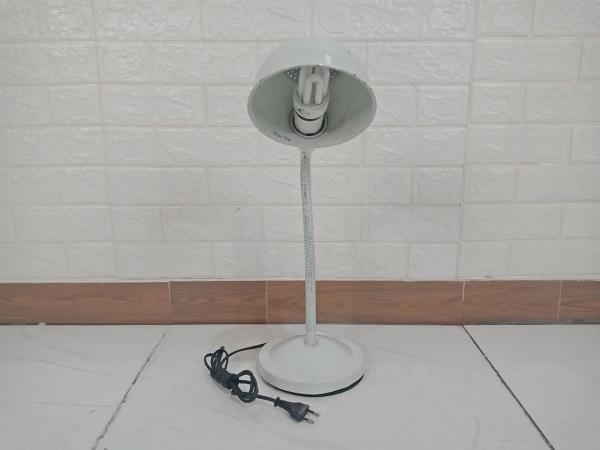 Đèn bàn cũ SP008835