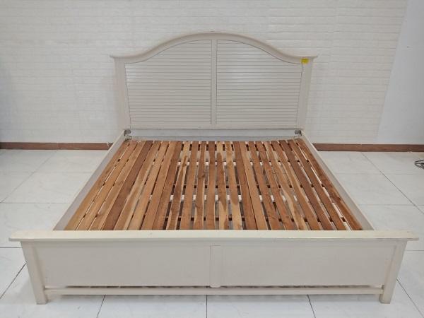 Giường gỗ cao su cũ SP008712