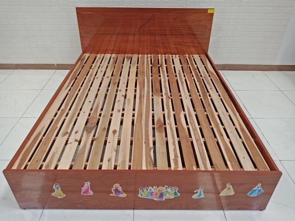 Giường gỗ cao su cũ SP008882