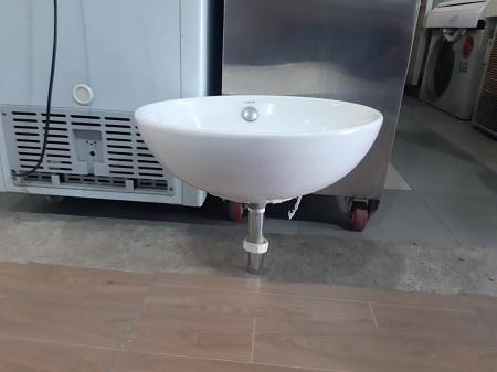 Chậu rửa Lavabo CAESAR cũ SP016063