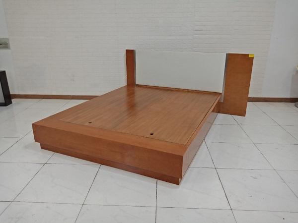 Giường gỗ cũ SP009218