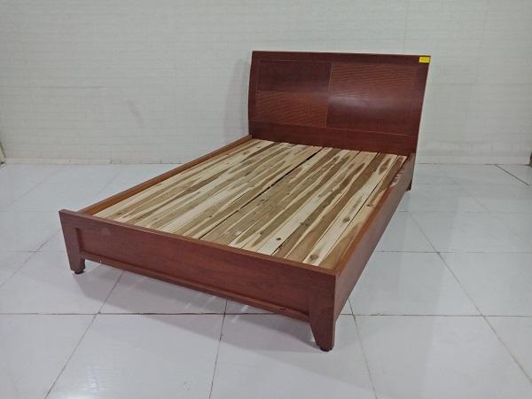 Giường gỗ cũ SP009247